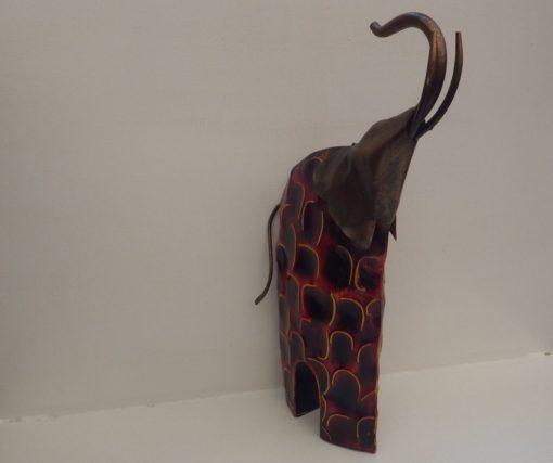 Elephant acier stylisé rouge