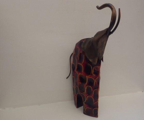 Elephant peint de face