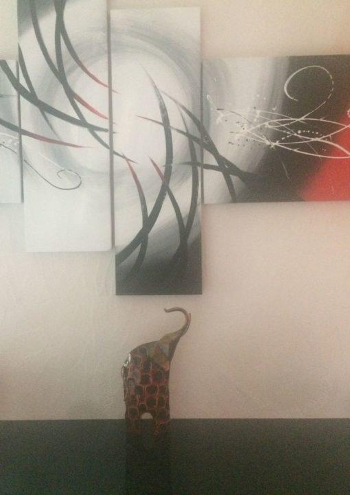 Elephant peint noir et rouge déco design