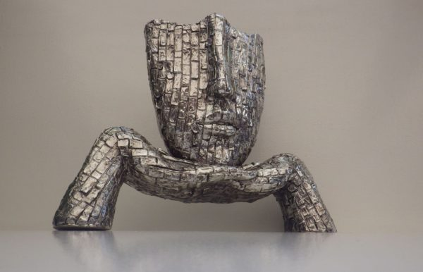 Sculpture Visage futuriste et originale Design Acier