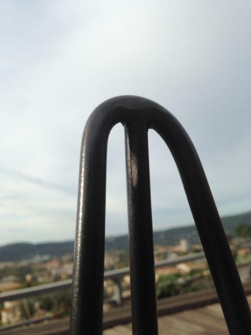 Pieds épingle Design acier détail cintrage