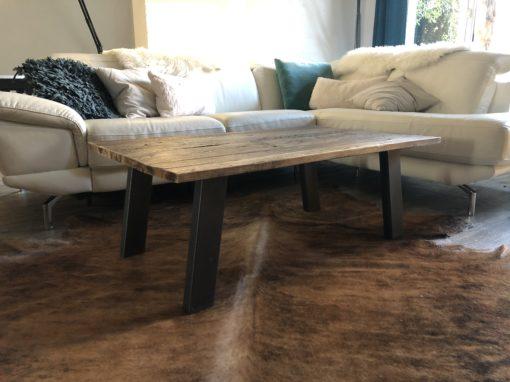 Création Isabelle table basse pieds inclinés