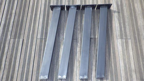 grands pieds inclinés rectangulaires en acier style industriel