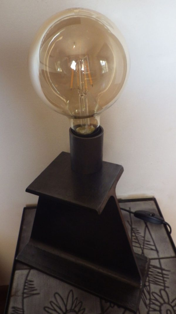Lampe à poser en acier IPN Vue 2/3 Design Acier