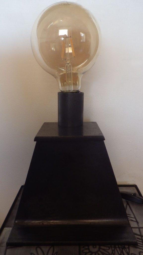Lampe à poser en acier IPN Vue de face Design Acier