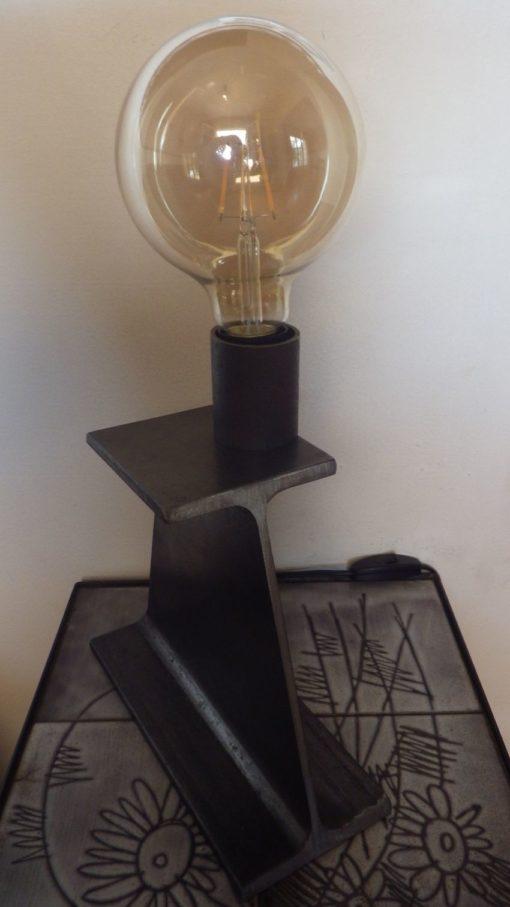 Lampe à poser en acier IPN designacier.com