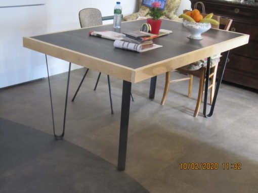 Pieds cintrés table haute Design Acier