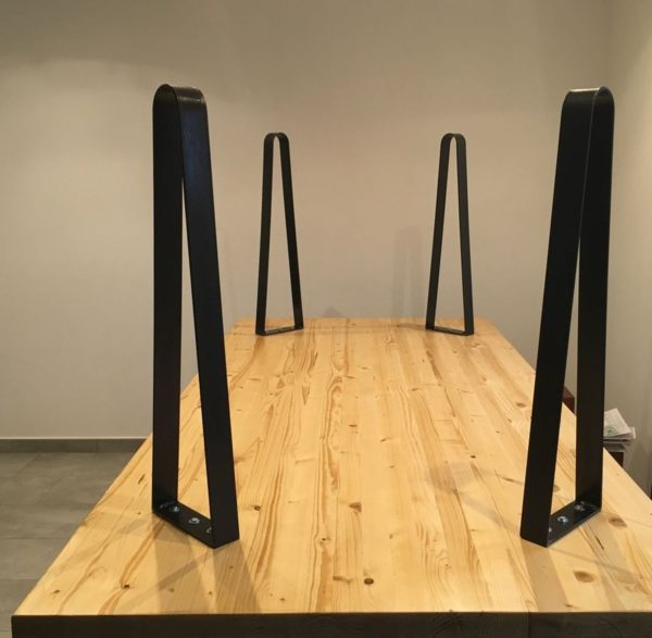 Pieds acier plat cintré pour création table de cuisine ou salle à manger (détail montage)