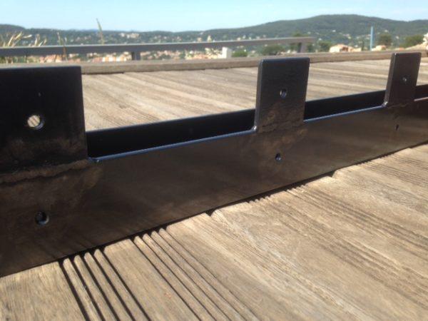2 pieds table basse en acier tôlé détail plat accroche