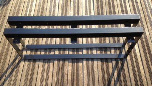 Pieds acier tôlés Design acier vus côté plats d'accroche