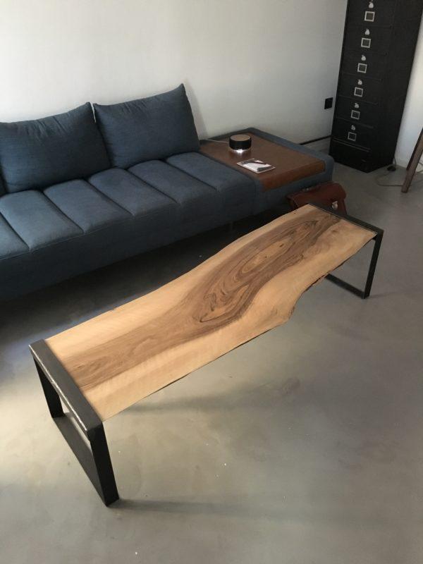 table basse pieds tôlés Design acier